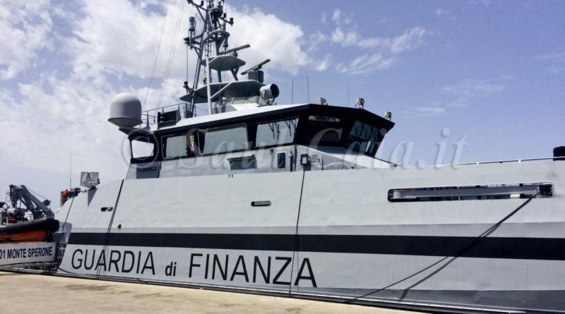 Sequestro 10 tonnellate di droga in mare