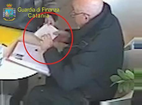 In manette paladino antiracket: chiedeva il pizzo alle vittime